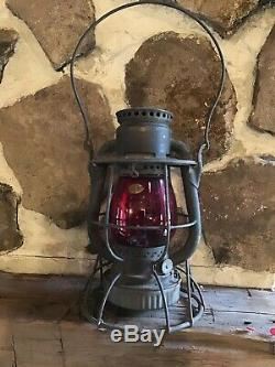 VINTAGE ORIGINAL New York O&W DIETZ VESTA Railroad Lantern RED LENS GLOBE